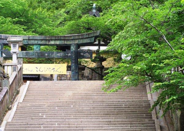 Climbing Konpira-san - First Stop - 02