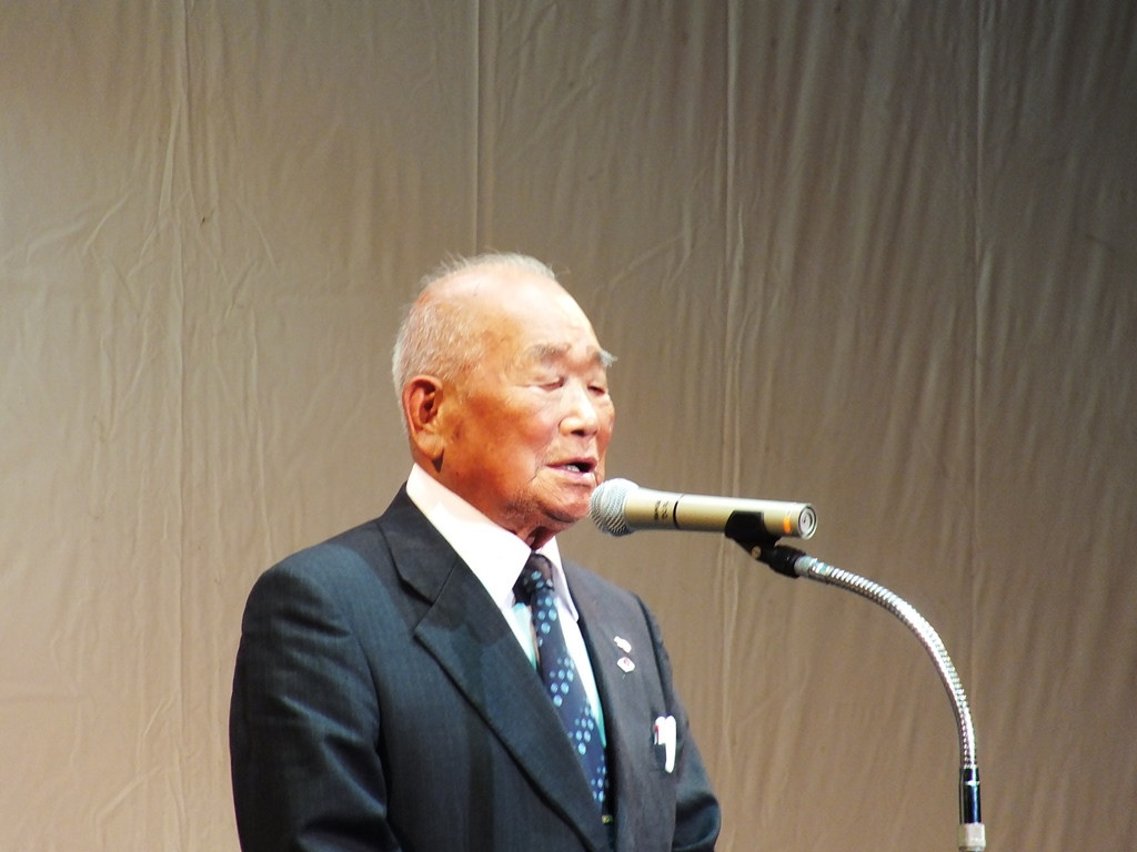 This old man was definitely from Megijima, and despite being 90 years old, he was incredibly healthy.