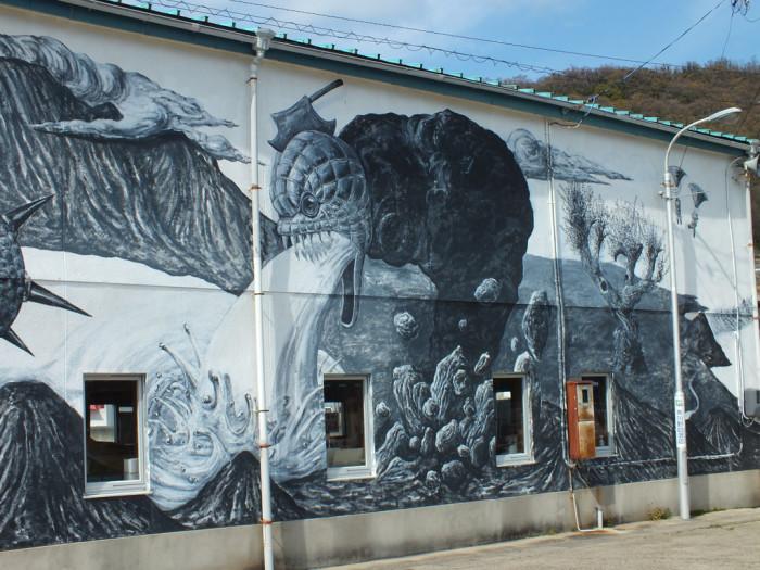 28 - Kenji Yanobe's Mural in Sakate - Shodoshima