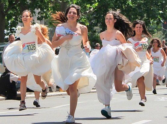 Correrán novias y quinceañeras en Toluca en busca de su fiesta