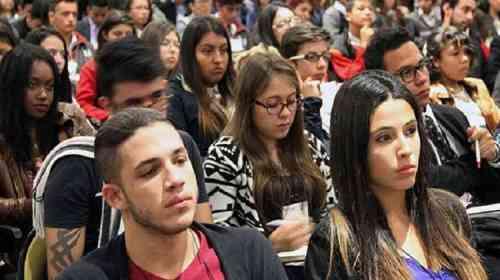 """Empresas contratan a 'millennials' en puestos donde """"no hagan daño"""""""