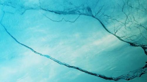 Fragmento del iceberg desprendido de la Antártida va hacia mar abierto