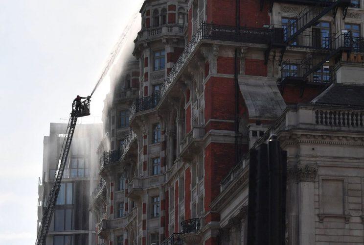 Resultado de imagen para Arde lujoso hotel en el centro de Londres