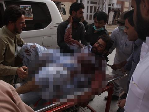 ataque-con-bomba-en-pakistan-deja-85-muertos-3.jpg