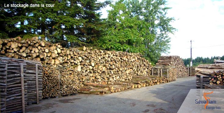 Stockage du bois de chauffage avant sciage | Sèvaflam - Bois de chauffage sur palette