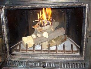 Allumer son feu sans papier et sans fumée par le haut
