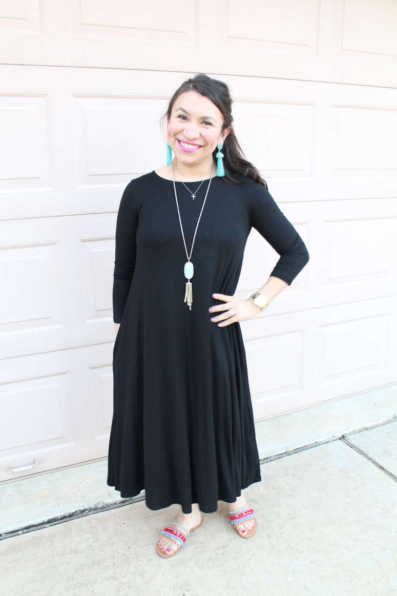 Great dress for moms on the go who want to stay stylish, too. From MaLyn Logic.