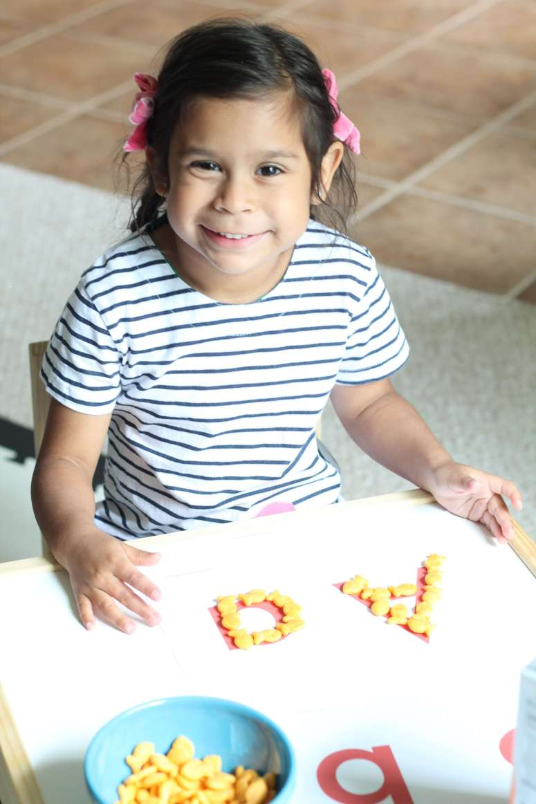 Letter Recognition Snack Hack with Goldfish crackers! The perfect preschool snack hack. Learning and snacking all in one!