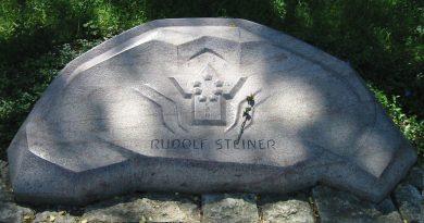1280px-Rudolf_Steiner_Grabmal_Dornach