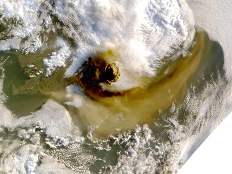 iceland-grimsvotn-volcano-eruption-ash-cloud-satellite-image