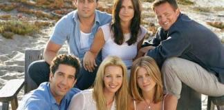 """Fotografía cedida por Warner Bros y cortesía NBC TV en la que se registró a los protagonistas de la legendaria serie televisiva """"Friends"""": Jennifer Aniston (abajo-d), Courteney Cox (arriba-c), Lisa Kudrow (abajo-c), Matt LeBlanc (arriba-i), Matthew Perry (arriba-d) y David Schwimmer (abajo-i). EFE/Lance Staedler/Archivo"""