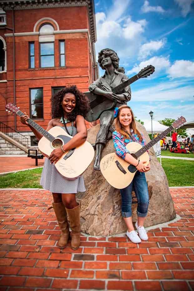 2015 Mountain Soul Winners - Janessa Morgan and Erin Ott