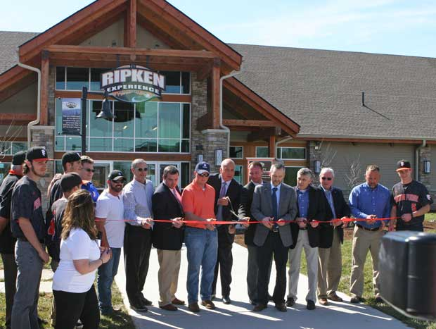 Cal Ripken, Jr. and Pigeon Forge officials cut the ribbon.