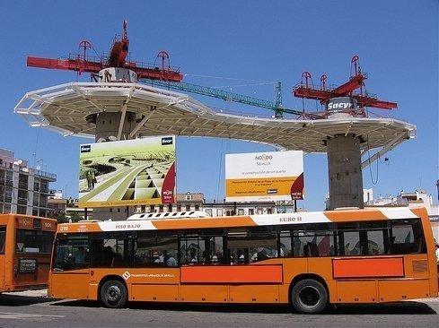 Autobús de TUSSAM en la Encarnación