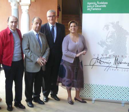 La consejera de cultura, junto al alcalde de Mairena, el rector de la Universidad Internacional de Andalucía y el sobrino del homenajeado