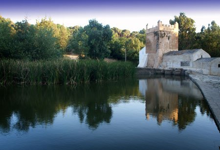 El paisaje de molinos a la orilla del río Guadaíra ofrece al tuista una vista mudéjar de Alcalá de Guadaíra