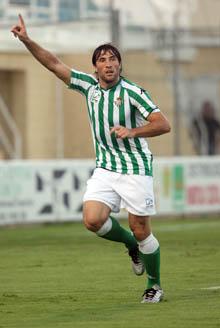 Pavone es una de las dudas que tiene Antonio Tapia de cara al partido del domingo en Vallecas
