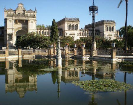 Exteriores del Mueso Arqueológico en el Parque María Luisa