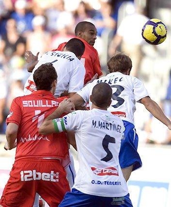 La defensa sevillista cuajó una gran actuación en Tenerife