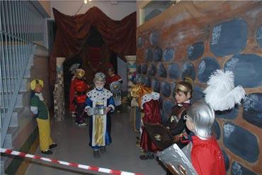 Los niños esperan con ilusión su salida al escenario del Belén Viviente