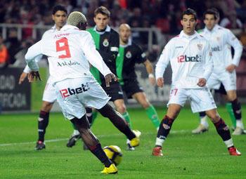 El Sevilla olvidó el buen juego y quiso empatar sin éxito a base de arreones/SevillaFC