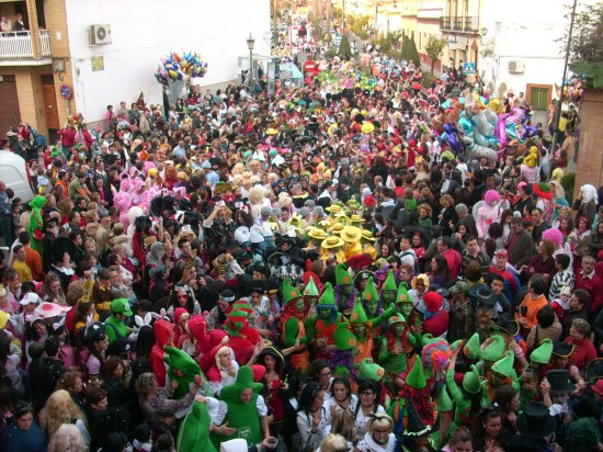 Hasta 35.000 personas espera el Ayuntamiento de Alcalá de Guadaíra en el mayor desfile de Carnaval de Sevilla