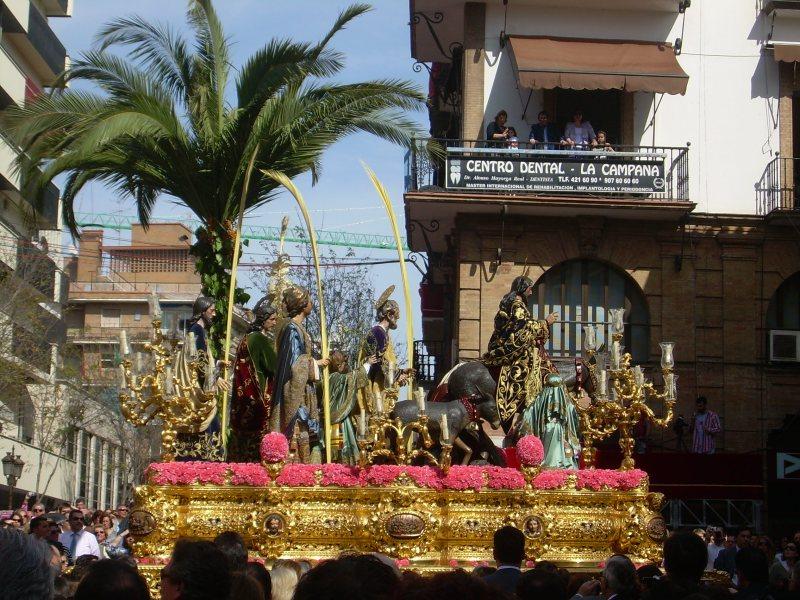 La Borriquita a su paso por la Campana/ Miguel Ángel Rodríguez.