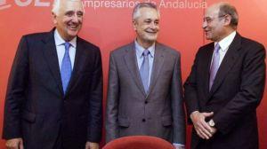 De izquierda a derecha, el reelgido presidente de la CEA, Santiago Herrero, acompañado de Pepe Griñán y Gerardo Díaz Ferrán
