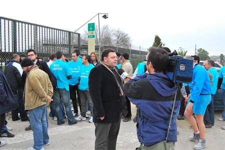 Alrededor de cincuenta trabajadores de Roca se han manifestado a las puertas de la fábrica en Alcalá de Guadaíra/Partido Comunista de Andalucía en Alcalá