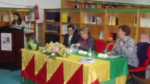 La presentación fue en la Biblioteca Municipal, y asistieron la Diputada de Cultura Guillermina Navarro, y la alcaldesa de Villanueva de San Juan Francisca Díaz. /A.Copete