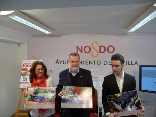 Rodrigo Torrijos junto a la directora de área y José León, documentalista, en la presentación del inventario/SA.