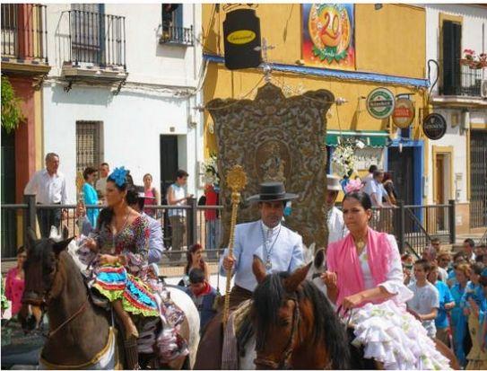 El Simpecado de la Inmaculada Concepción, de la Hermandad de la Calle Real durante su 'vuelta' el Domingo de Resurrección / Fundación Calle Real