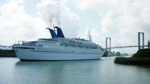 El Buque Coral con mil pasajeros, estará en Sevilla hasta el jueves de feria