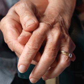 El Parkinson se suele asociar a personas ya ancianas