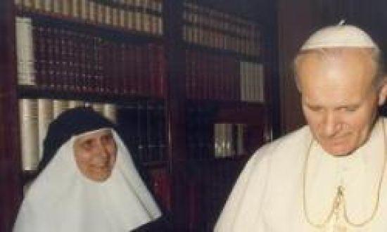 Madre María de la Purísima junto a Juan Pablo II/SA.