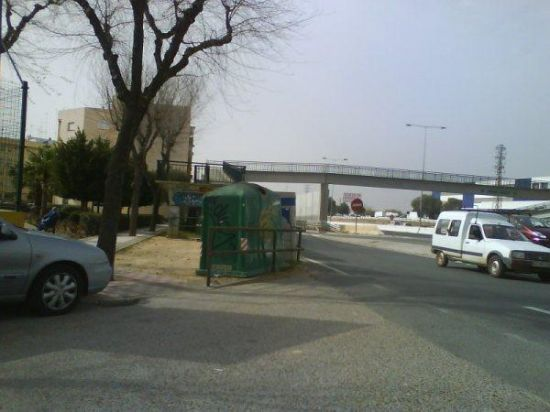 La calle Mariana Pineda también actúa como vía de servicio de la A-92/PA.
