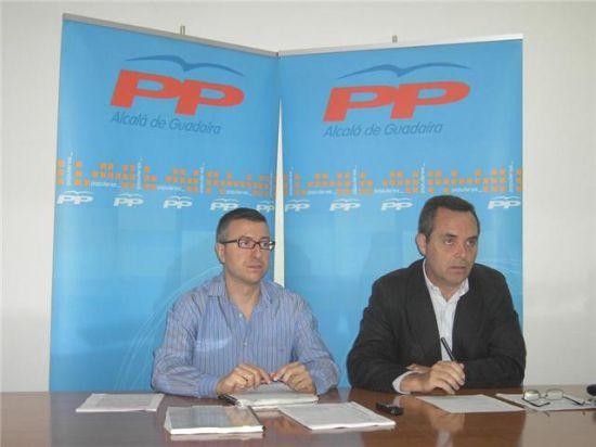 Javier Jiménez estuvo acompañado en la rueda de prensa por el portavoz de la Diputación, Juan Bueno/PPAlcala.