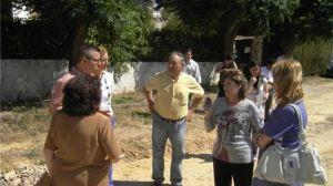 Jiménez se ha reunido con los vecinos de la urbanización para conocer de cerca los problemas de las calles/PP.