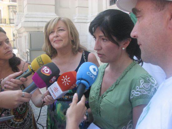 Pilar González y Concha Cabellero ante los medios de comunicación/SA