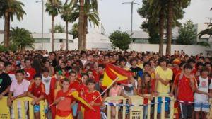 Unos 1.500 vecinos de Tomares disfrutaron del triunfo de España an las semifinales frente a Alemania/SA