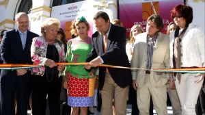 El alcalde de Sevilla y la diseñadora Agatha Ruíz de la Prada inauguran la nueva semana de la moda Sevilla
