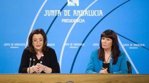 Mar Moreno junto a Micaela Navarro en la rueda de prensa tras el Consejo de Gobierno de hoy en Sevilla