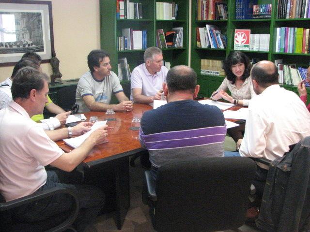 Pilar González esta mañana con los trabajadores de Tussam/SA