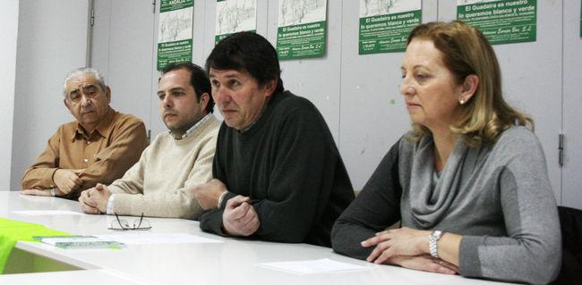 Miembros de la Plataforma Cívica, esta mañana en rueda de prensa/C.Rivas
