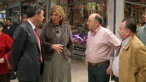 La delegada de Salud y Consumo, Teresa Florido, y el delegado provincial de Turismo, Francisco Obregón, han inaugurado hoy los puestos del mercado