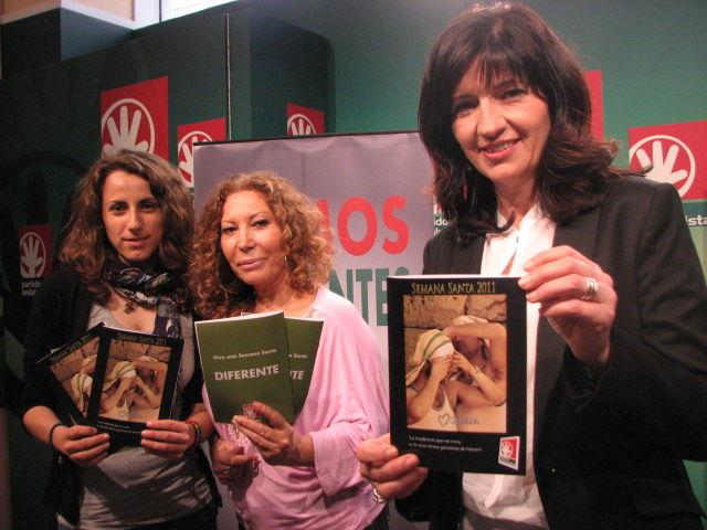 Vanessa Ríos, Pilar Távora y Pilar González en la presentación del programa de mano cofrade de PA