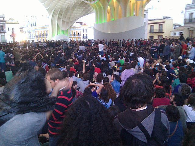 Durante la celebración de la Asamblea bajo los parasoles/ Christopher Rivas