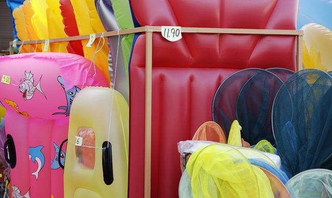 Consumo recomienda comprobar el etiquetado de los flotadores/Leoruilova en Flickr