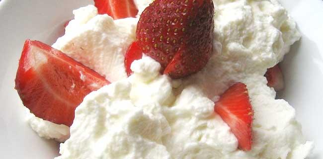 Las fresas con nata son el postre perfecto para enamorar según el estudio/BocaDorada/Flickr.com