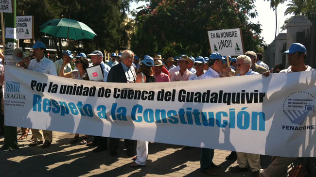 protesta-comunidad-regantes-andalucia-parlamento-130911